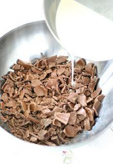 GANACHE - eine Torte fondanttauglich machen - Paperblog Pink Sugar, Cereal, Oatmeal, Breakfast, Baking, Tractor Cakes, Ganache Recipe, Breakfast Cafe, Rolled Oats