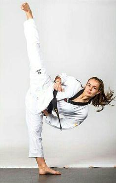 Female Martial Artists, Martial Arts Women, Mixed Martial Arts, Taekwondo Girl, Karate Girl, Tai Chi, Self Defense Martial Arts, Tough Woman, Plank Workout