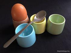 Easter / 4x Gaydon Melmex melaware melamine egg cups / 1960s Blue Cups, Egg Cups, Vw Camper, Easter Gift, Vintage Kitchen, Kitchen Dining, 1960s, Eggs, Breakfast