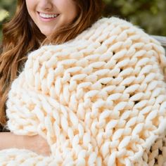 Your Lifestyle by Donna Sharp Chunky Knit Throw - Overstock - 21529411 Shabby Chic Material, Most Comfortable Sheets, Online Bedding Stores, H Style, Baby Style, Chunky Knit Throw, Knitted Blankets, Throw Blankets, Visual Texture
