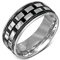 Då är lagret påfyllt igen med lite nya ringar, halsband och armband. Kolla in hemsidan för mer info! www.igelberg.se/store