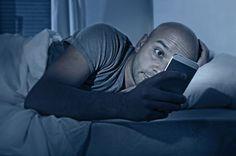 Tablets e smartphones à noite prejudicam o sono - http://bodyscience.pt/blog/tablets-sono/