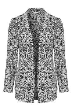 Sako s trendovým, mierne nadrozmerným strihom od značky Jacqueline de Yong.