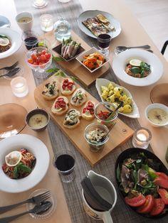 36 Popular Winter Table Centerpieces Ideas Best For Wedding Food Design, Dinner For 2, Food Platters, Decoration Table, Greek Recipes, Food Presentation, Diy Food, Food Photography, Food Porn