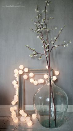 Decoration with Christmas lights: garland of balls - .