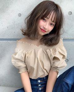 画像に含まれている可能性があるもの:1人、座ってる Shot Hair Styles, Hair Arrange, Stunning Makeup, Asian Hair, Girl Short Hair, Shoulder Length Hair, All Things Beauty, Hair Designs, Hair Trends