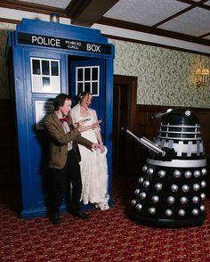 Jem & Ellen's Doctor Who adventure wedding; TARDIS!