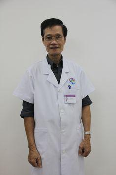 """Bác sĩ Hà Văn Hương hiện đang công tác tại Phòng khám đa khoa Quốc tế HCM là một trong những vị lương y được rất nhiều người dân TPHCM yêu mến. Bác sĩ không chỉ chuyên môn giỏi, kinh nghiệm vững vàng mà còn rất tận tâm với người bệnh. Nhờ bác sĩ mà rất nhiều nam giới đã lấy lại thể trạng mạnh khỏe, tự tin.  Bác sĩ Hà Văn Hương được nhiều người biết đến với tên gọi """"người bác sĩ có bàn tay vàng""""."""