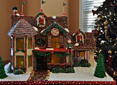 Elf Bed and Breakfast Gingerbread house (by Stephanie (Cake Fixation)) Gingerbread House Template, Gingerbread Village, Christmas Gingerbread House, Gingerbread Cookies, Gingerbread Crafts, Gingerbread Man, Christmas Tree Decorations, Holiday Decor, House Decorations