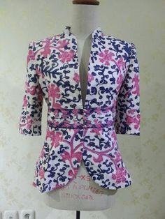 Casual 3/4 sleeve blazer made from batik tulis lasem. Made by Dongengan (Facebook: https://m.facebook.com/dongengan)