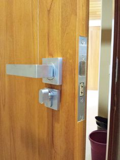 Parisi - Quadro, lever handles on a Jacksons mortice lock, with a privacy cylinder thumb turn. Supplied by Keeler Hardware - Sydney. #Jacksons #Parisi #Quadro #Keelerhardware