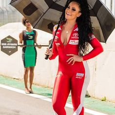 Instagram de Grid Girls Pic (@grid.girls.pic) Umbrella Girl Motogp, F1 Grid Girls, Pit Girls, Ferrari, Promo Girls, Brazilian Girls, Stunning Women, Beautiful, Girls Wear