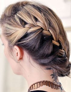 Creative fishtail braid hairstyle  Ways to make fishtail braid     Creative fishtail braid hairstyle  Ways to make fishtail braid hairstyles   Unique fishtail braid hairstyles  Ideas about fishtail hairstyles