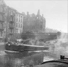 Coal barges heading for the canal basin. Old Pictures, Old Photos, Leeds England, Derelict Places, Leeds City, Canal Boat, West Yorkshire, Local History, Main Street