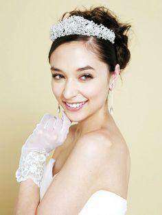 プリンセススタイルをかなえるティアラ|ヘアメイクカタログ|ザ・ウエディング