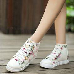 5 Model Sepatu Wanita Remaja Terkeren untuk Suasana Kasual - http://aimynasywa.com/2016/04/5-model-sepatu-wanita-remaja-terkeren-suasana-kasual.html