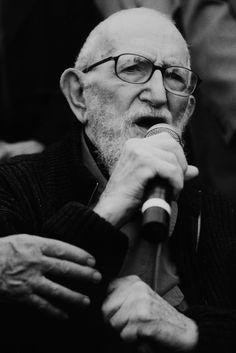 l'abbé Pierre à la Boutique Solidarité de Marseille (2002) - ©Catherine Guyot