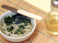 Receita de Pasta de Berinjela com Azeitonas Pretas - berinjela, azeitona preta, alho, cebolinha verde, azeite de oliva , páprica doce, sal, torrada(s)