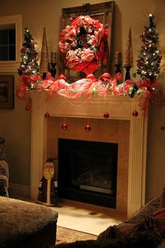 Christmas Mantle (info no longer available; Liz closed her blog)