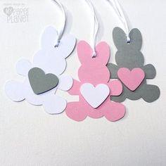 Conejo de conejito de regalo etiquetas. Cumpleaños de ducha, Pascua, bebé, regalos. Conejitos con corazones de cartulina. Rosa gris blanco, otros colores disponibles.
