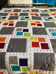 Beautiful quilting for a simple design. The Effective Pictures We Offer You About patchwork quilting designs A quality picture can tell you many things. You can find the most beautiful pictures that c Modern Quilting Designs, Machine Quilting Designs, Quilting Projects, Stem Projects, Drunkards Path Quilt, Patchwork Quilt Patterns, Modern Quilt Patterns, Quilt Baby, Quilt Modernen