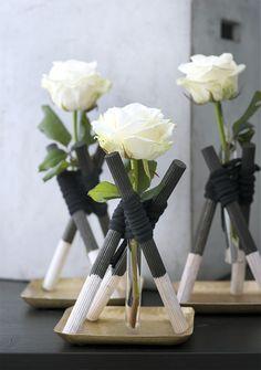 Die Königin der Blumen hat eine besondere Vase verdient. Mit den puristisch-eleganten Wigwam-Konstruktionen erhält jede Blüte die ihr zustehende Aufmerksamkeit.