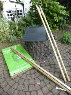 Dog Crate Feeding Station Success – www.wildlifekate.co.uk Ground Bird Feeder, Caged Bird Feeders, Bird Feeding Station, Homemade Bird Feeders, Dog Crate, Crates, Success, Backyard, Squirrels