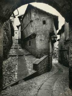 Jean Dieuzaide© - Albarracín, 1955.jpg