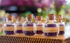 Confira diversas sugestões de lembrancinhas certeiras para agradar seus convidados e tornar a sua festa inesquecível.