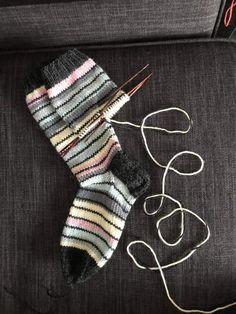 Knitting Socks, Knitting Ideas, Fingerless Gloves, Arm Warmers, Lana, Crocheting, Needlework, Knitwear, Knit Crochet