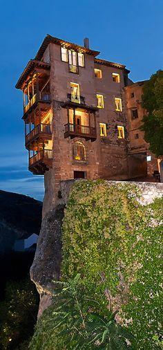 Hanging Houses, #Cuenca - Hermosas Las Casas Colgadas, también conocidas como Casas Voladas o Casas del Rey, es un conjunto de edificios civiles situados en Cuenca (España). En el pasado era frecuente este elemento arquitectónico en el borde este de la ciudad antigua, situado frente a la hoz del río Huécar