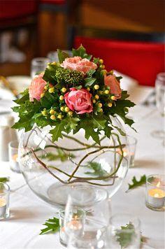 round centerpiece would compliment round tables - wedding recption decor - table centerpiece goldfish bowl bouquet