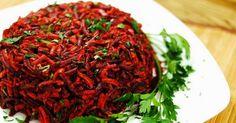 """Salata """"Măturica"""", sau """"Peria"""", cum mai este numită, capătă o popularitate tot mai mare în ultimul timp. Ce este atât de deosebit în ea, încât a meritat să capete acest nume nostim? Secretul se ascunde"""
