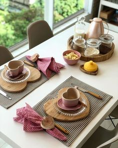 Home Sweet Home: These Are the Biggest Home Décor Trends of 2019 Brunch Mesa, Brunch Table, Breakfast Table Setting, Table Set Up, Decoration Table, Dinning Table Decor Ideas, Deco Table, Food Items, Kitchen Decor