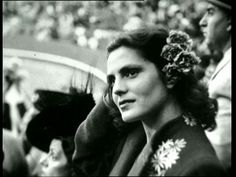 Amália Rodrigues - Saudades de Ti (Só à Noitinha)This FADO, this video is dedicated to my beloved Mother, Palmira A. I miss her my beloved Lord Jesus. Amalia Rodriguez, People Of Interest, High Art, World Music, Music Love, My Heritage, Old Pictures, Vintage Images, Traditional Art