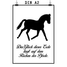 Poster DIN A2 Dressurpferd aus Papier 160 Gramm  weiß - Das Original von Mr. & Mrs. Panda.  Jedes wunderschöne Poster aus dem Hause Mr. & Mrs. Panda ist mit Liebe handgezeichnet und entworfen. Wir liefern es sicher und schnell im Format DIN A2 zu dir nach Hause.    Über unser Motiv Dressurpferd  Jedes Mädchen liebt Pferde und träumt von Ferien auf dem Reiterhof. Ponys und Pferde sind wundervolle Tiere.  Unser Dressurpferd ist nicht für professionelle Reiter oder Reiterstübchen, sondern auch…
