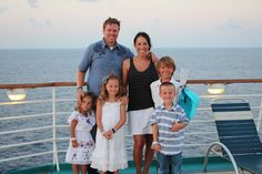 Chips and Joanna Gaines and children (image credit:magnoliahomes.net)