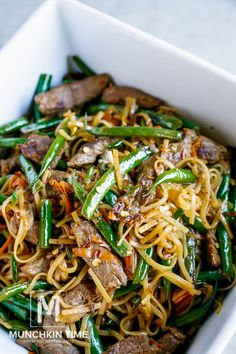 30 Minute Gluten-Free Beef Lo Mein Recipe - this dinner meal is bursting with delicious flavor. Made of Flank steak, crunchy green beans, grated carrot and amazing sauce to complete this Chinese dish. LIKE & Share! Healthy Low Carb Recipes, Easy Healthy Dinners, Healthy Dinner Recipes, Vegetarian Recipes, Cooking Recipes, Easy Pasta Recipes, Easy Chicken Recipes, Crockpot Asian Recipes, Asian Food Recipes