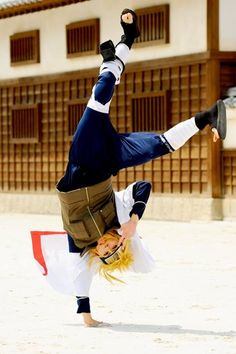 Namikaze Minato (Hokage) from Naruto Shippuden cosplayer