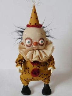 Creepy Clown Doll by Denise Bledsoe Creepy Toys, Creepy Clown, Creepy Cute, Clay Dolls, Art Dolls, Pierrot Clown, Cute Clown, 3d Figures, Marionette