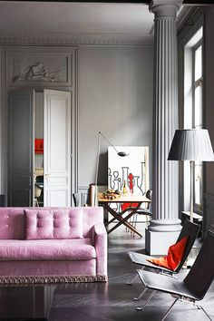 Grand grey living room with pink sofa and grey lampshade on Thou Swell @thouswellblog