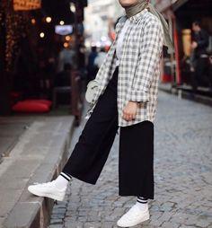 Modest Fashion Hijab, Modern Hijab Fashion, Street Hijab Fashion, Casual Hijab Outfit, Hijab Fashion Inspiration, Muslim Fashion, Casual Outfits, Fashion Outfits, Hijab Dress