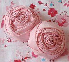 2 Roses à la main en tissu laminé 2-1/4 po en rose par Mydesign63
