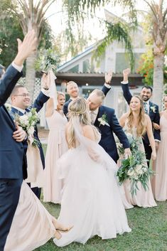 Love this blush wedding day at Paradise Cove in Orlando, Florida | Chantell Rae Photography