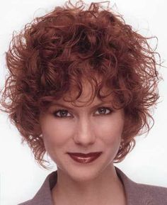 Short curly hair style image 15.