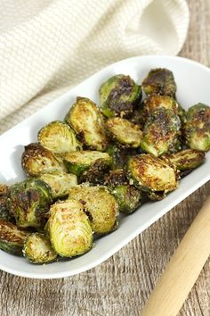 Oven Roasted Garlic Parmesan Brussels Sprouts - The Toasty Kitchen Healthy Vegetable Recipes, Sprout Recipes, Healthy Vegetables, Veggie Meals, Roasting Garlic In Oven, Oven Roast, Fried Brussel Sprouts, Brussels Sprouts, Veggie Side Dishes