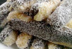 Kókuszos törzs recept képpel. No Bake Treats, No Bake Desserts, Dessert Recipes, Fudge, Czech Recipes, Ethnic Recipes, Muffins, Ice Cream Candy, Hungarian Recipes