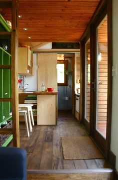TALL MAN'S TINY HOUSE - love the flooring and corrugated metal in the bathroom