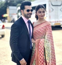 Alia Bhatt , Varun Dhawan and Madhuri Dixit make a fabulous trio at Kalank promotions - HungryBoo Handsome Celebrities, Indian Celebrities, Bollywood Celebrities, Bollywood Actress, Bollywood Couples, Bollywood Fashion, Bollywood Stars, Alia Bhatt Photoshoot, Alia Bhatt Varun Dhawan