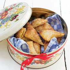 Recept - Mini-appelflappen - Allerhande Dutch Recipes, Apple Recipes, Cooking Recipes, Kids Party Treats, Baking With Kids, Cupcake Recipes, Tasty Dishes, No Bake Cake, Bon Appetit